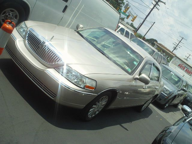 2003 Lincoln Town Car for sale in Capitol Heights MD