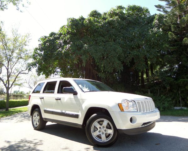 2005 JEEP GRAND CHEROKEE LAREDO 2WD white call 1-877-775-0217 for sales this 2005 jeep grand