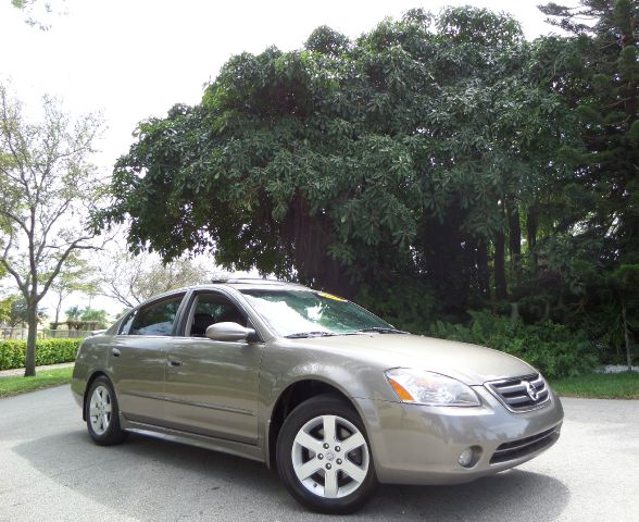 2004 NISSAN ALTIMA 25 SL gold call 1-877-775-0217 for sales this 2004 nissan altima sl clea