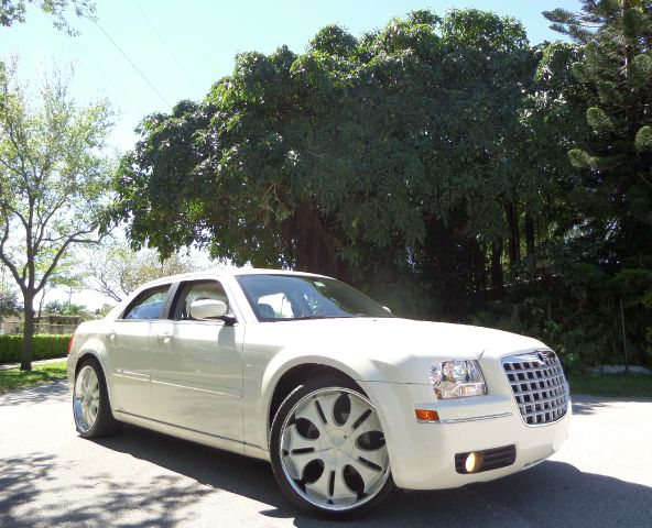 2005 CHRYSLER 300 TOURING beige call 1-877-775-0217 for sales this 2005 chrysler 300 loaded