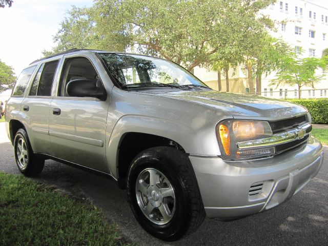 2006 CHEVROLET TRAILBLAZER LS 2WD silver call 1-877-775-0217 for sales this beautiful 2006 c