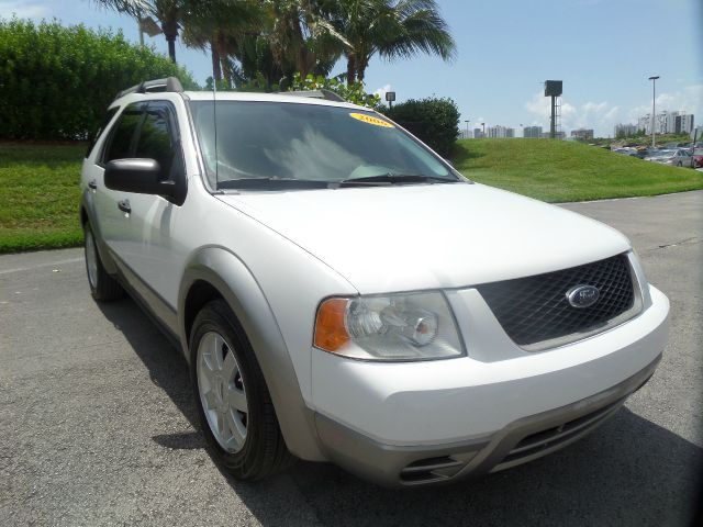 2006 FORD FREESTYLE SE 4DR WAGON white call 1-877-775-0217 for sales this 2006 ford freestyl