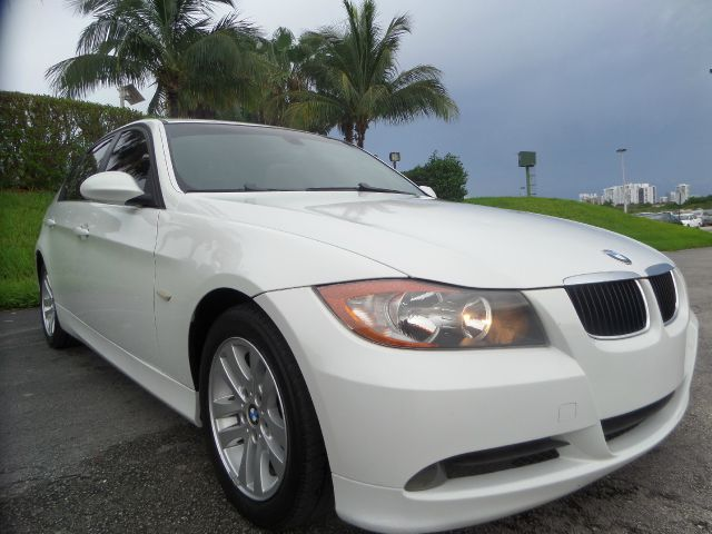2007 BMW 3 SERIES 328I 4DR SEDAN white call 1-877-775-0217 for sales this 2007 bmw 238i with