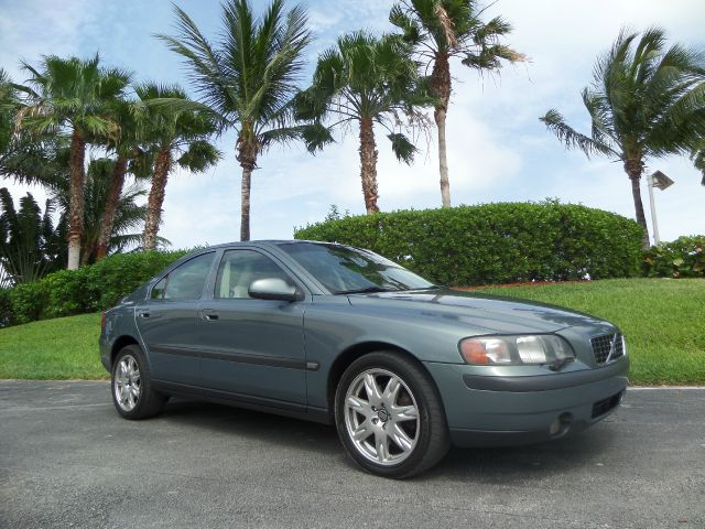 2002 VOLVO S60 AWD gray call 1-877-775-0217 for sales this 2002 volvo runs great and has bee