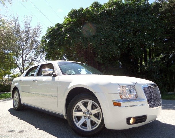 2006 CHRYSLER 300 TOURING white call 1-877-775-0217 for sales this 2006 chrysler 300 is on s