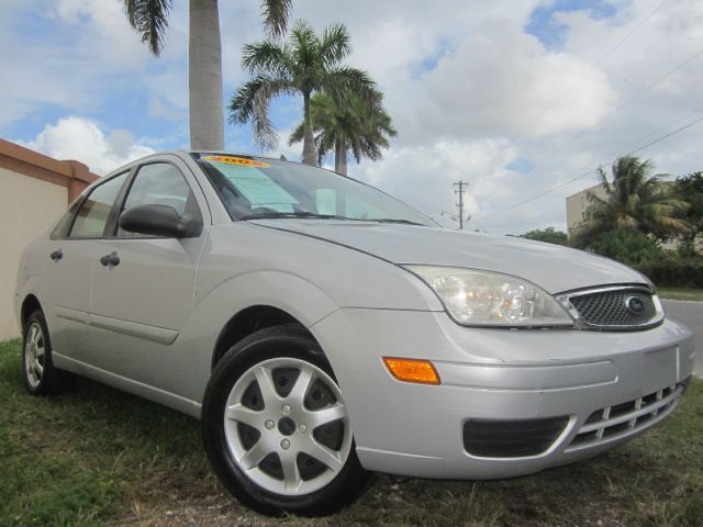 2005 FORD FOCUS ZX4 SE silver this 2005 ford focus se runs great and has been thoroughly inspected