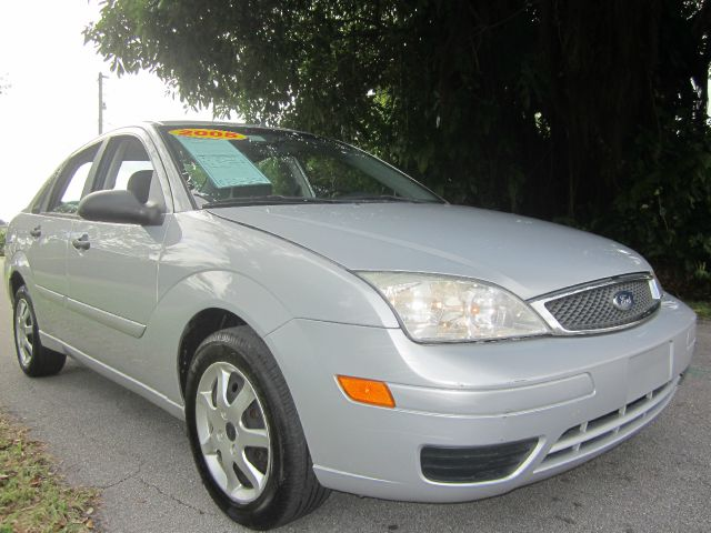 2005 FORD FOCUS ZX4 SE silver call 1-877-775-0217 for sales this beautiful 2005 ford focus z
