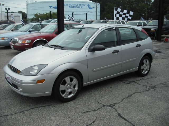 2003 FORD FOCUS ZX5 silver metallic package edition  fully loaded top of the line drives and loo