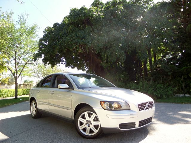 2006 VOLVO S40 24I silver call 1-877-775-0217 for sales this 2006 volvo s40 is on sale and