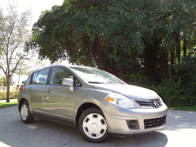 2010 NISSAN VERSA 18 SL HATCHBACK silver call 1-877-775-0217 for sales this 2010 nissan ver