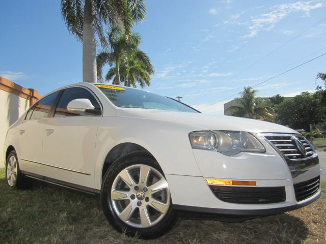 2006 VOLKSWAGEN PASSAT VALUE EDITION white this 2006 volkswagen passat runs great and has been tho