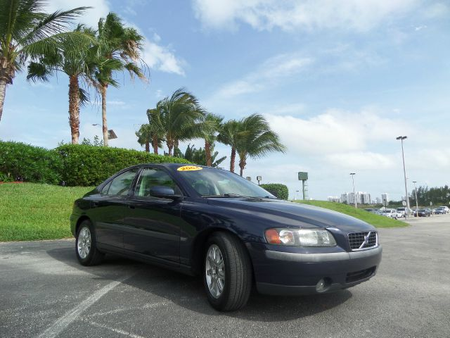 2004 VOLVO S60 24 blue call 1-877-775-0217 for sales this 2006 volvo runs great and has bee