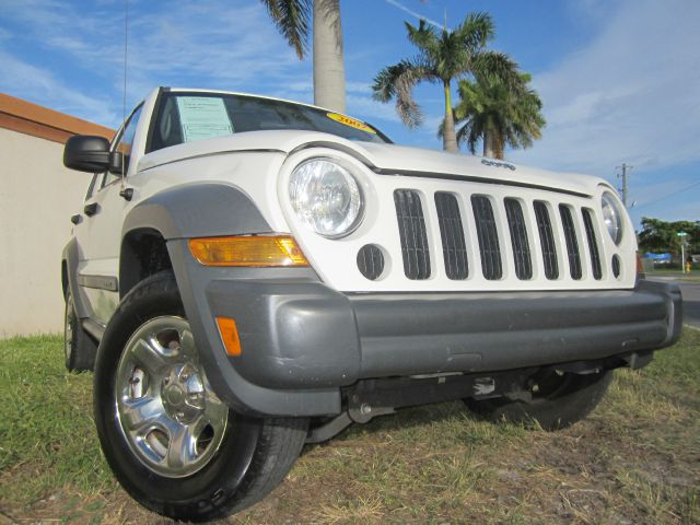 2007 JEEP LIBERTY SPORT 2WD white this 2007 jeep liberty runs very well and has been thoroughly in