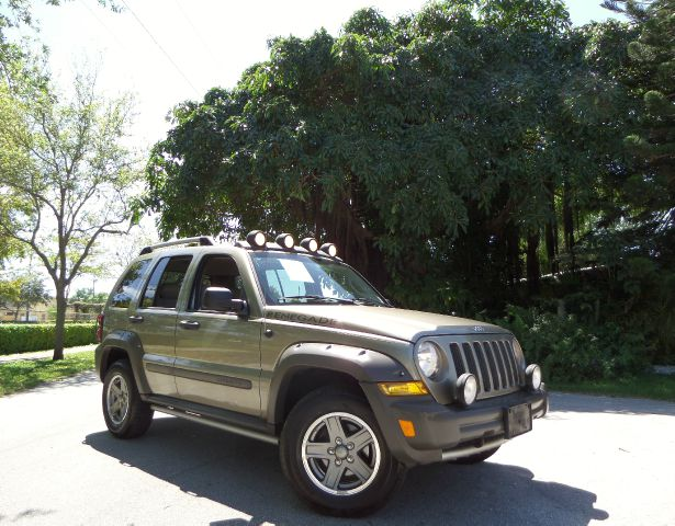 2005 JEEP LIBERTY RENEGADE 2WD green call 1-877-775-0217 for sales this 2005 jeep liberty re
