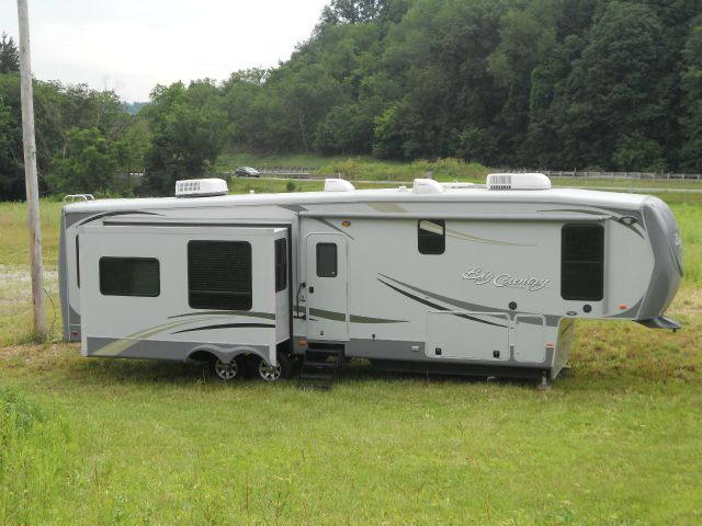 2012 HEARTLAND - price reduced  38' BIG COUNTRY 5TH WHEEL