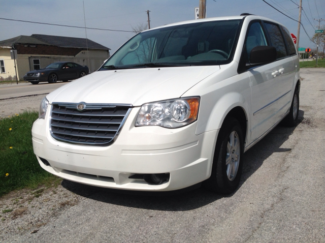 2010 Chrysler Town and Country Touring 4dr Mini-Van - Millbury OH