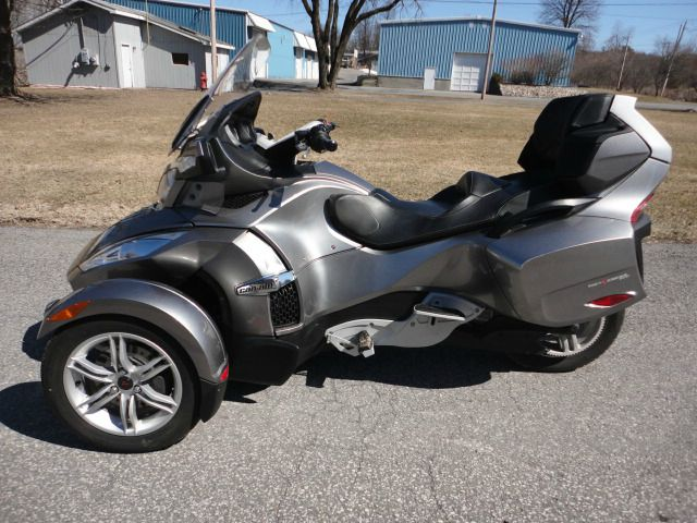2011 CAN AM SPYDER RT