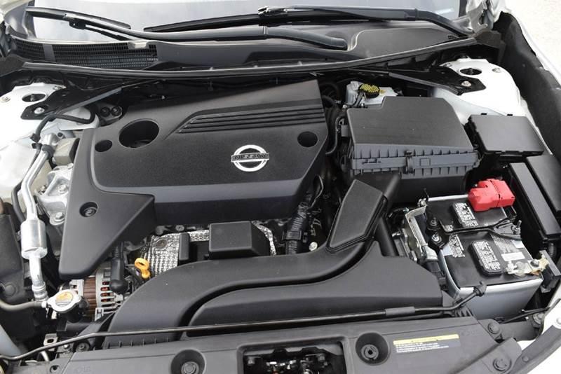 2015 Nissan Altima 2.5 S 4dr Sedan - Marysville KS