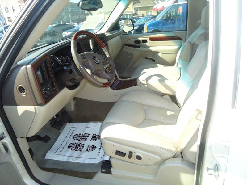 2005 Cadillac Escalade Base AWD 4dr SUV - Milwaukee WI
