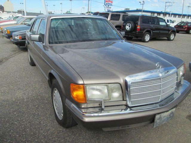 1987 Mercedes-Benz 560-Class