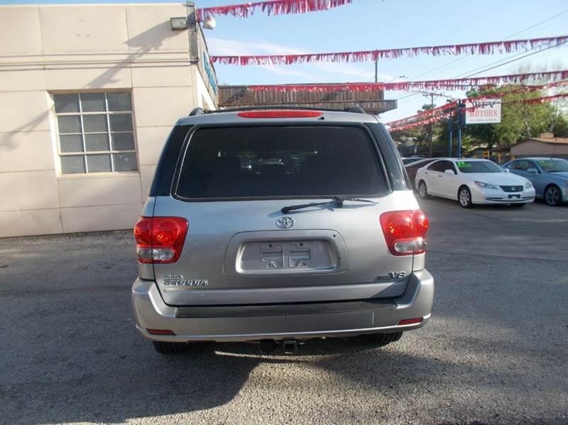 2006 Toyota Sequoia SR5 4dr SUV - San Antonio TX
