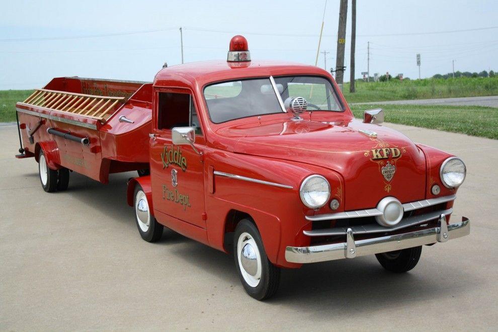 1952 CROSLEY KIDDIE FIRE DEPT. HOOK AND LADDER FIRE TRUCK