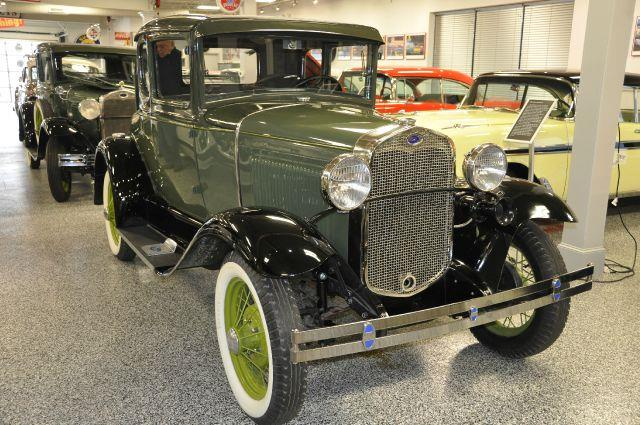 1930 Ford MODEL COUPE
