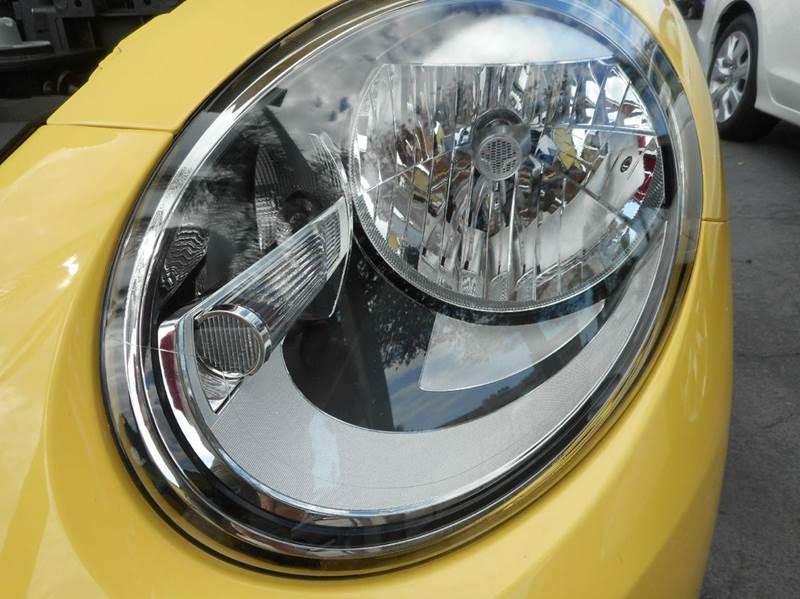 2013 Volkswagen Beetle 2.5L 2dr Hatchback 6A w/ Sunroof - Vero Beach FL