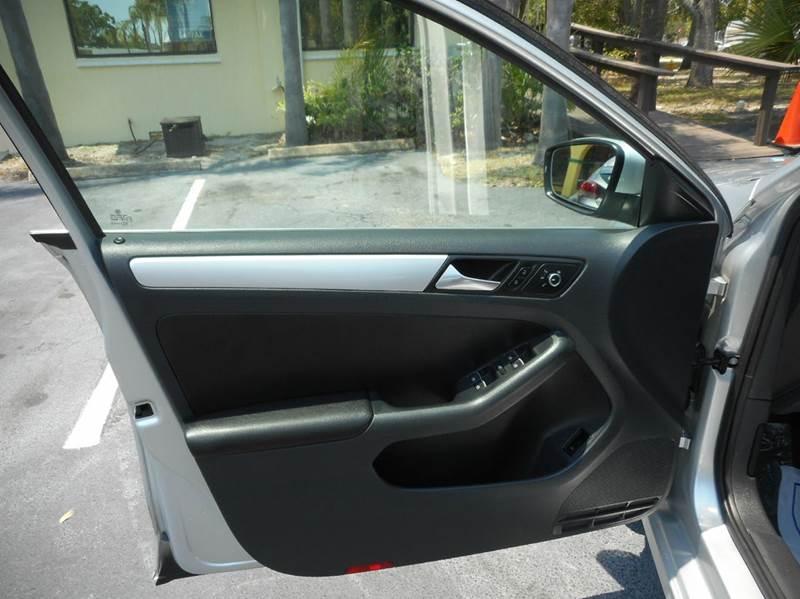 2014 Volkswagen Jetta SE 4dr Sedan 6A w/Connectivity - Vero Beach FL