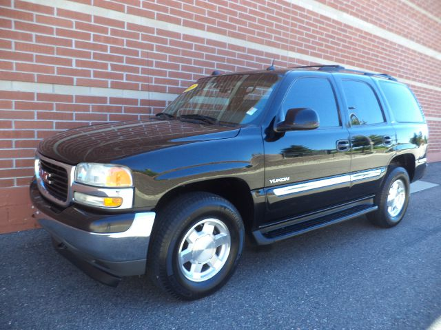 2005 GMC YUKON 4WD black 2005 gmc yukon slt 4x4 v8 leather power seats power windows power mi