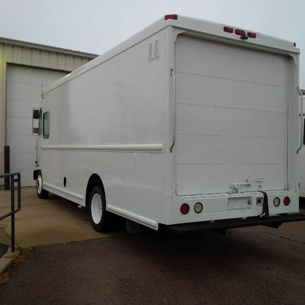 2003 Freightliner MT45 UCBC P1000 - Sioux Falls SD