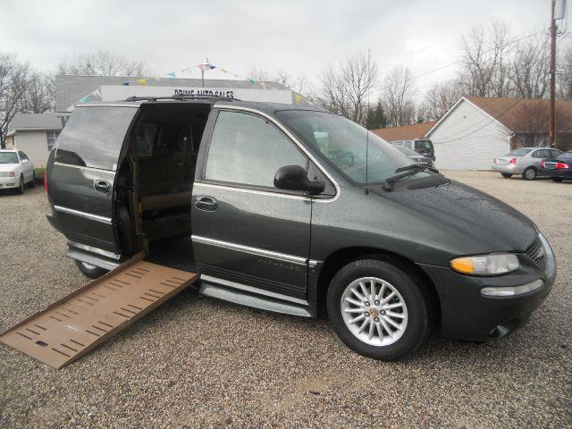 2000 Chrysler Town and Country LXI Handicap Braun Entervan - Uniontown OH