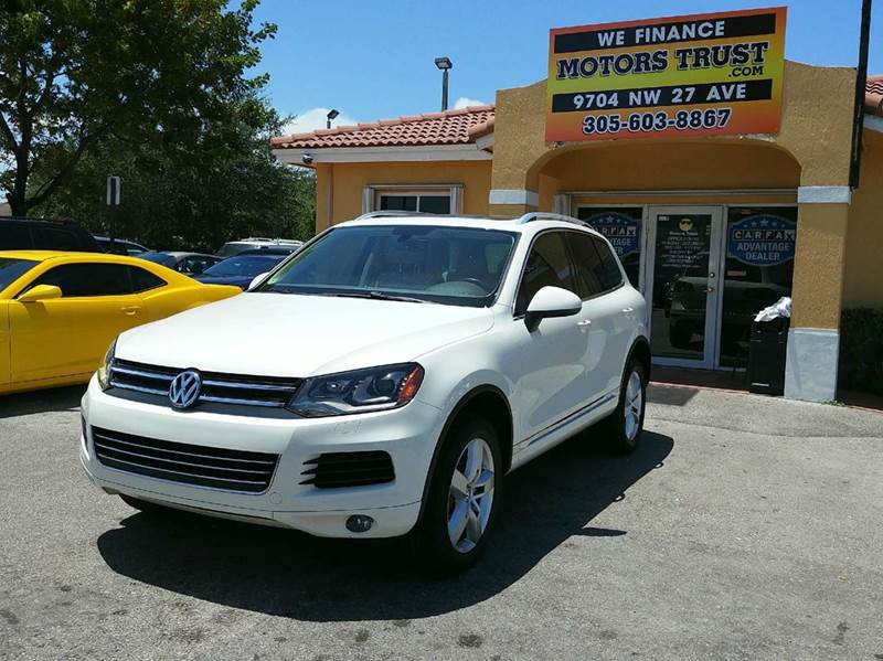 2011 VOLKSWAGEN TOUAREG VR6 LUX AWD 4DR SUV pearl 2011 vw touareg luxury navigation panoramic ro