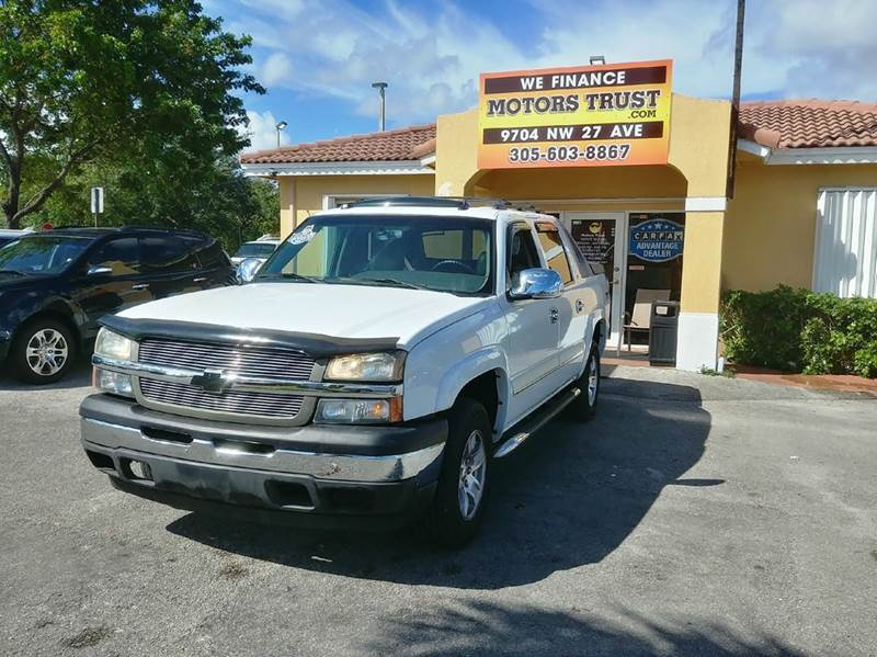 2005 CHEVROLET AVALANCHE 1500 Z71 4DR 4WD CREW CAB SB white 4wd type - part time w on demand set