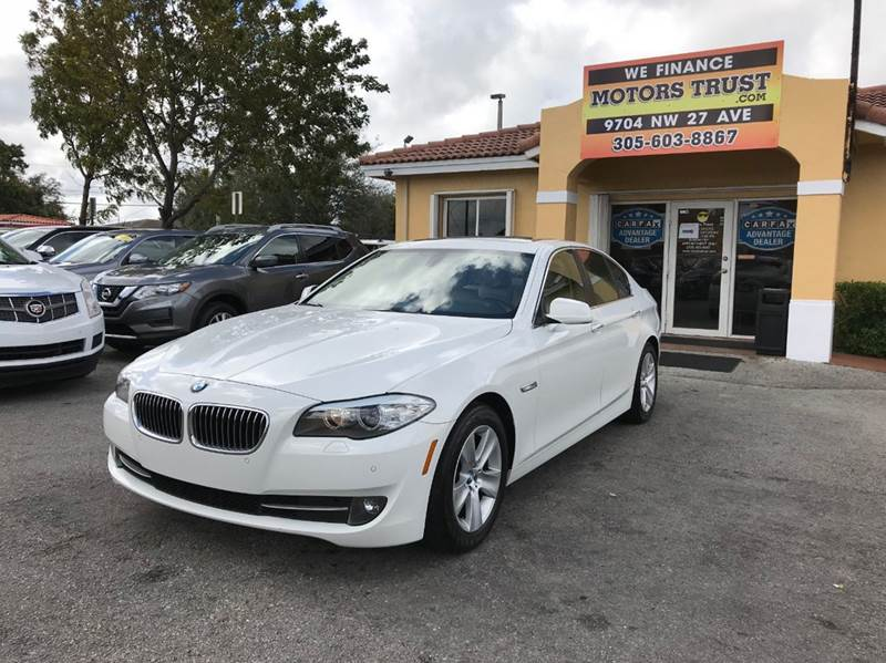 2011 BMW 5 SERIES 528I 4DR SEDAN white 2-stage unlocking doors abs - 4-wheel active head restra
