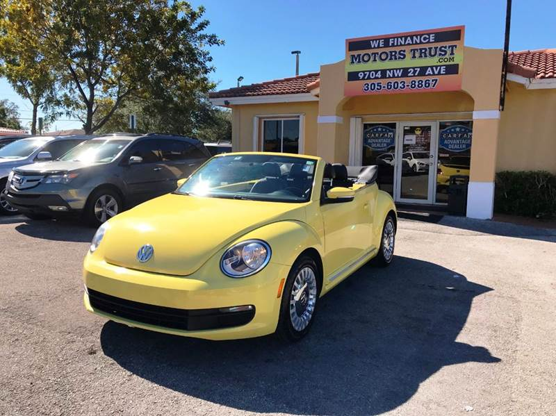 2013 VOLKSWAGEN BEETLE 25L PZEV 2DR CONVERTIBLE 6A yellow 2-stage unlocking doors abs - 4-wheel