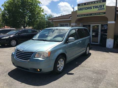 2008 Chrysler Town and Country for sale in Miami, FL