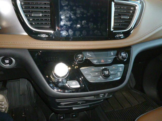 2017 Chrysler Pacifica Limited 4dr Mini-Van - Cambridge NE
