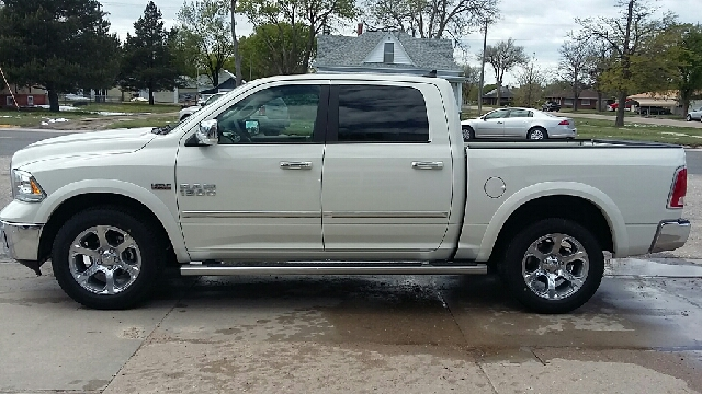2017 RAM Ram Pickup 1500 4x4 Laramie 4dr Crew Cab 5.5 ft. SB Pickup - Cambridge NE