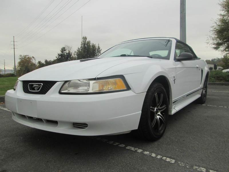 2000 FORD MUSTANG BASE 2DR CONVERTIBLE white only 93k miles low low miles brand new top l