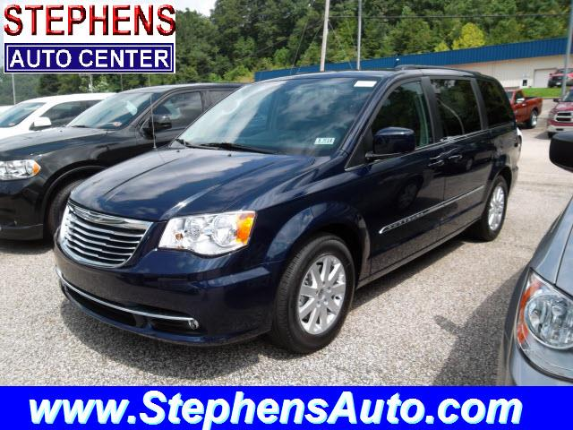 2014 Chrysler Town & Country - Danville, WV