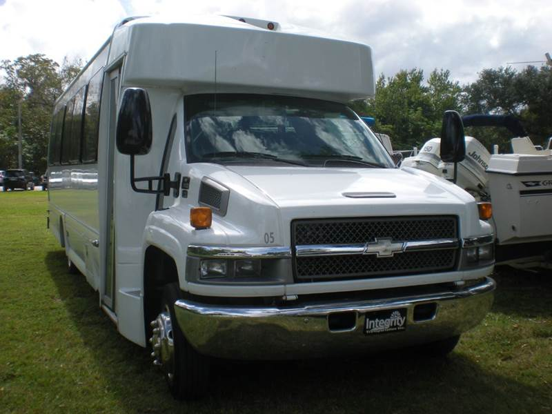 2005 Chevrolet C5500 32 pax
