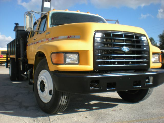 1997 Ford F800 flatbed with knucle crane