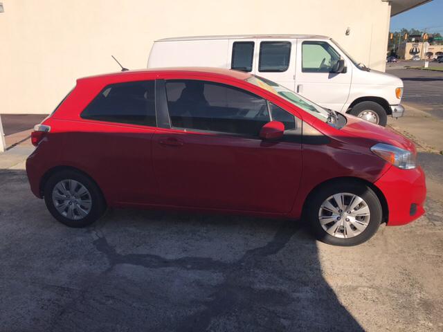 2012 TOYOTA YARIS red air conditioning power windows power locks power steering tilt wheel a