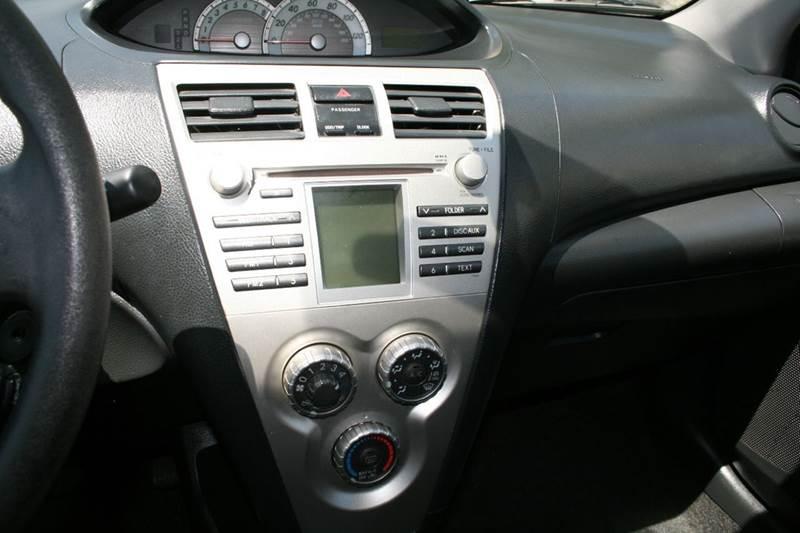 2007 Toyota Yaris 4dr Sedan (1.5L I4 4A) - Los Angeles CA