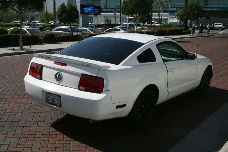 2005 Ford Mustang V6 Deluxe 2dr Coupe - Los Angeles CA