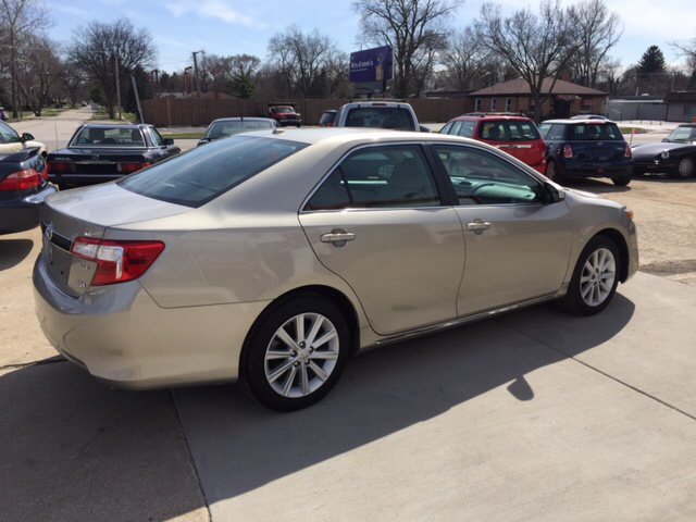 2013 Toyota Camry Hybrid XLE 4dr Sedan - Downers Grove IL
