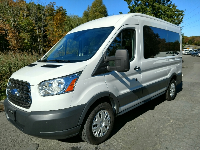 2016 ford transit wagon 150 xlt 3dr swb medium roof. Black Bedroom Furniture Sets. Home Design Ideas