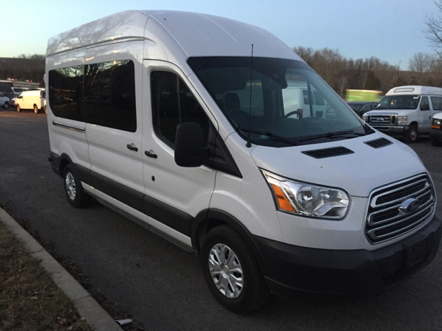 2015 ford transit wagon 350 xl 3dr lwb high roof passenger. Black Bedroom Furniture Sets. Home Design Ideas