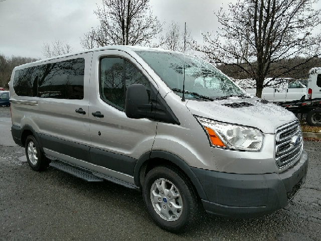 2016 ford transit wagon 150 xlt 3dr swb low roof passenger. Black Bedroom Furniture Sets. Home Design Ideas